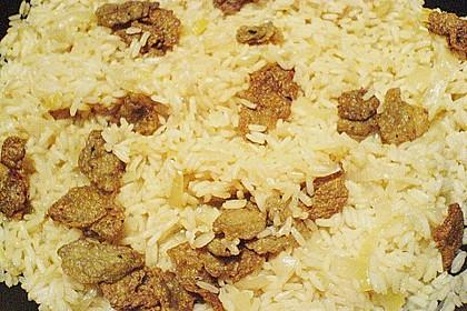 Seitan und Zwiebeln mit Reis
