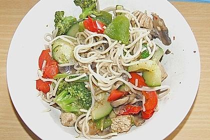 Wokgemüse mit Putenfleisch (Bild)