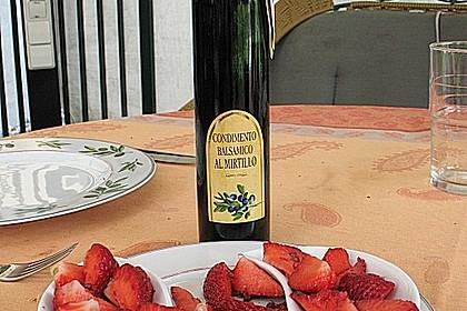 Erdbeeren mit Heidelbeeressig 1