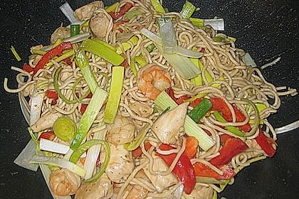 Chinesische Wokpfanne mit Garnelen und Hähnchenfleisch 2
