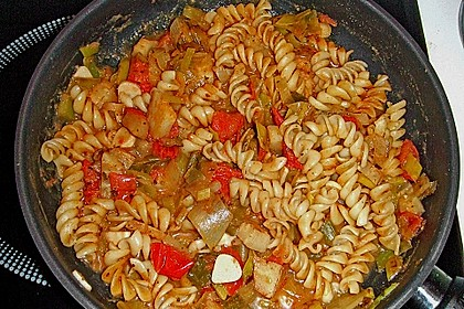 Knoblauch-Spaghetti mit Lauch und Tomate 35