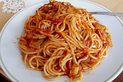 Knoblauch-Spaghetti mit Lauch und Tomate 12