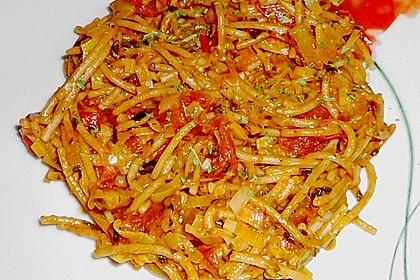 Knoblauch-Spaghetti mit Lauch und Tomate 23