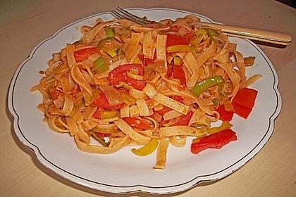 Knoblauch-Spaghetti mit Lauch und Tomate 28