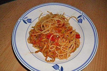 Knoblauch-Spaghetti mit Lauch und Tomate 27