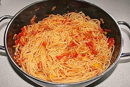 Knoblauch-Spaghetti mit Lauch und Tomate 31