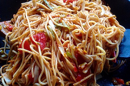 Knoblauch-Spaghetti mit Lauch und Tomate 11