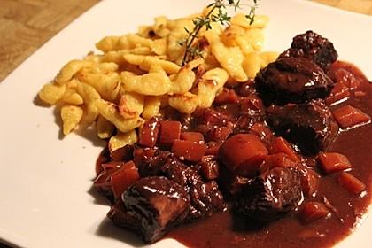 Rindfleisch auf Burgunder Art