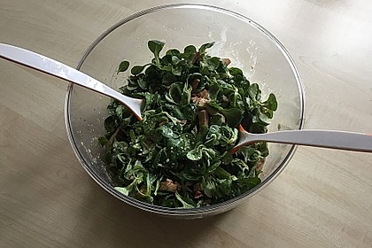 Feldsalat mit Sahne-Speck-Sauce 52