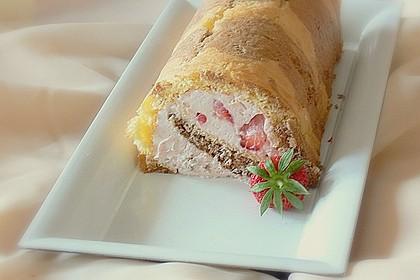 Biskuitrolle mit Erdbeer-Quark-Sahne Füllung 32