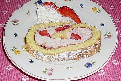Biskuitrolle mit Erdbeer-Quark-Sahne Füllung 24