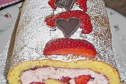 Biskuitrolle mit Erdbeer-Quark-Sahne Füllung 26