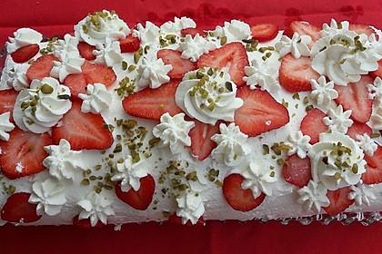 Biskuitrolle mit Erdbeer-Quark-Sahne Füllung 22