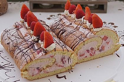 Biskuitrolle mit Erdbeer-Quark-Sahne Füllung 5