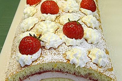 Biskuitrolle mit Erdbeer-Quark-Sahne Füllung 11