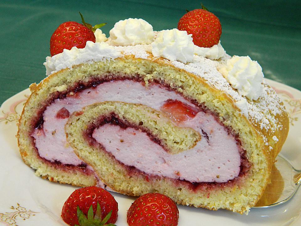 Biskuitrolle Mit Erdbeer Quark Sahne Fullung Von Christine R