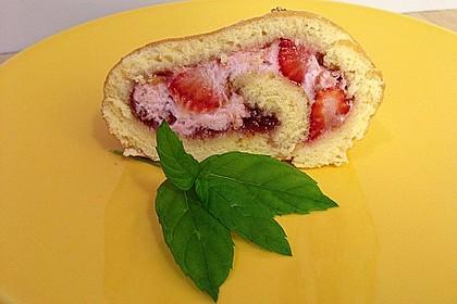 Biskuitrolle mit Erdbeer-Quark-Sahne Füllung 36