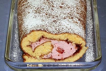 Biskuitrolle mit Erdbeer-Quark-Sahne Füllung 35
