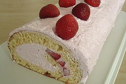 Biskuitrolle mit Erdbeer-Quark-Sahne Füllung 9