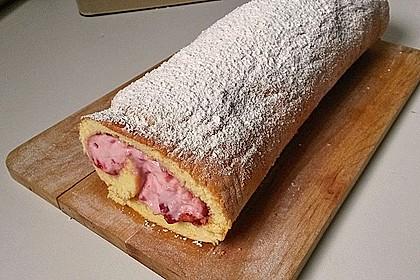 Biskuitrolle mit Erdbeer-Quark-Sahne Füllung 33