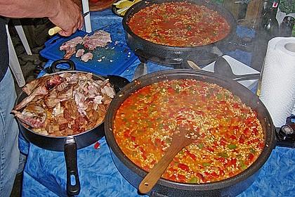 Paella mit Fisch, Fleisch, Geflügel und Meeresfrüchten 1