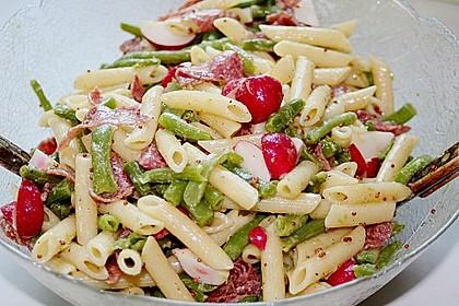 Nudelsalat mit  Salami und Bohnen
