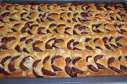 Pflaumen-  bzw. Zwetschgenblechkuchen auf Marzipan - Rührteig