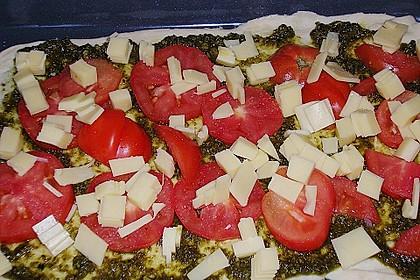 Pizza al pesto rosso 24
