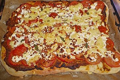 Pizza al pesto rosso 18