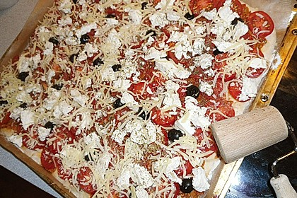 Pizza al pesto rosso 23