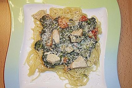 Nudeln mit Spinat-Puten-Sauce 3