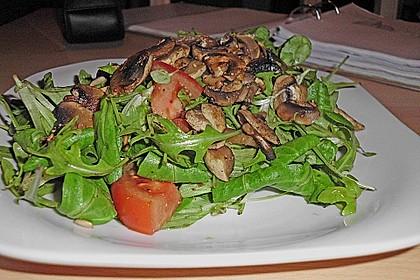 Rucolasalat mit Champignons (Bild)