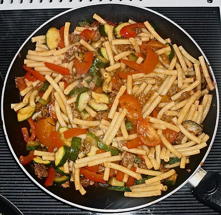 Italienische Nudelpfanne Mit Hackfleisch Und Gemüse Von Sivi