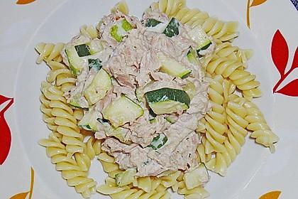 Nudeln mit Zucchini und Thunfisch
