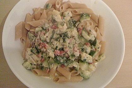 Vollkornnudeln mit Zucchini - Sahne (Bild)