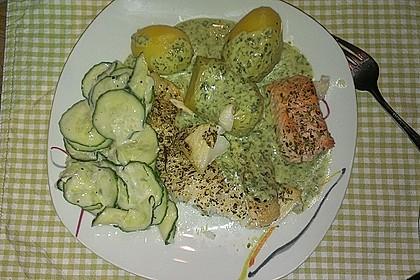 Heilbutt mit grüner Sauce und Gurkensalat
