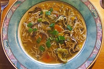 Asiatische Suppe mit Mie Nudeln 9