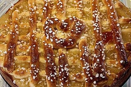 Apfelkuchen aus Hefeteig mit Gittern 19
