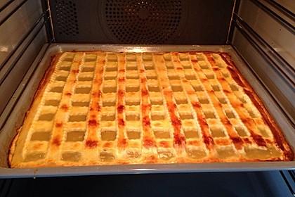Apfelkuchen aus Hefeteig mit Gittern 16