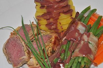 Kräuterlamm mit Bohnen und Möhren an einer Kartoffelpyramide 1