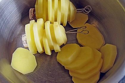 Kräuterlamm mit Bohnen und Möhren an einer Kartoffelpyramide 3