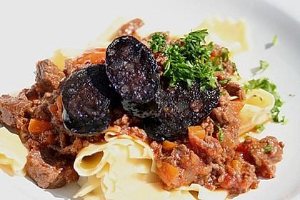 Pappardelle mit Fleischsugo und Blutwurst