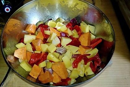 Ofenpfanne mit zweierlei Kartoffeln und Gemüse