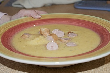 Cremige, aber diättaugliche Kartoffelsuppe mit Thymian und Käse 10