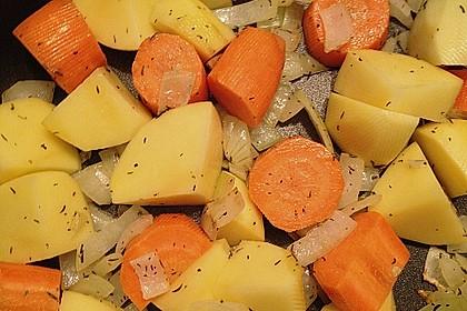 Cremige, aber diättaugliche Kartoffelsuppe mit Thymian und Käse 18
