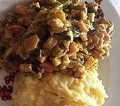 Möhren-Pastinaken-Pfanne mit Hähnchenbrust (Bild)