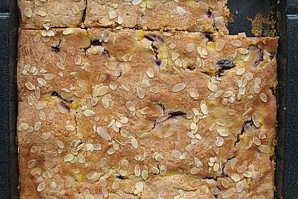 Zwetschgenkuchen mit Sahne - Mandelguss 20