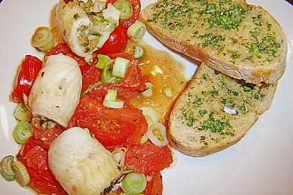 Gefüllte Schollenröllchen auf Tomaten mit geröstetem Baguette 1