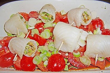Gefüllte Schollenröllchen auf Tomaten mit geröstetem Baguette 2