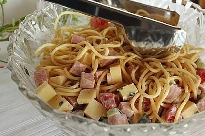 Bunter Spaghettisalat (Bild)